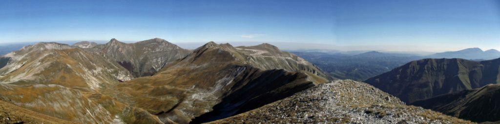 Panorama dalla vetta del monte porche: cima vallelunga e la vallelunga