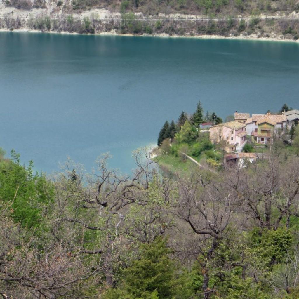 panorama sul lago di fiastra