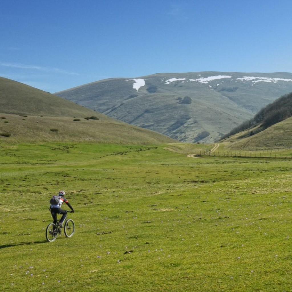 in marcia verso la valle del torricchio