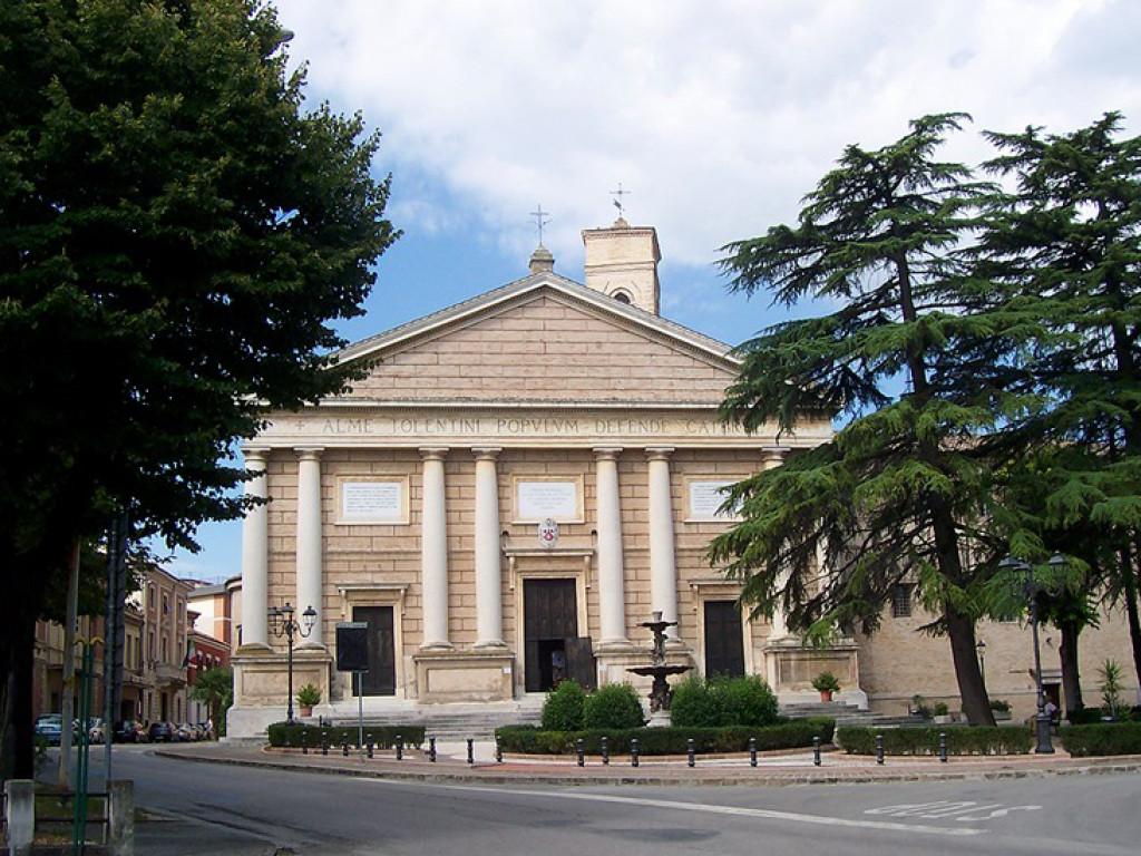 cattedrale di san catervo tolentino